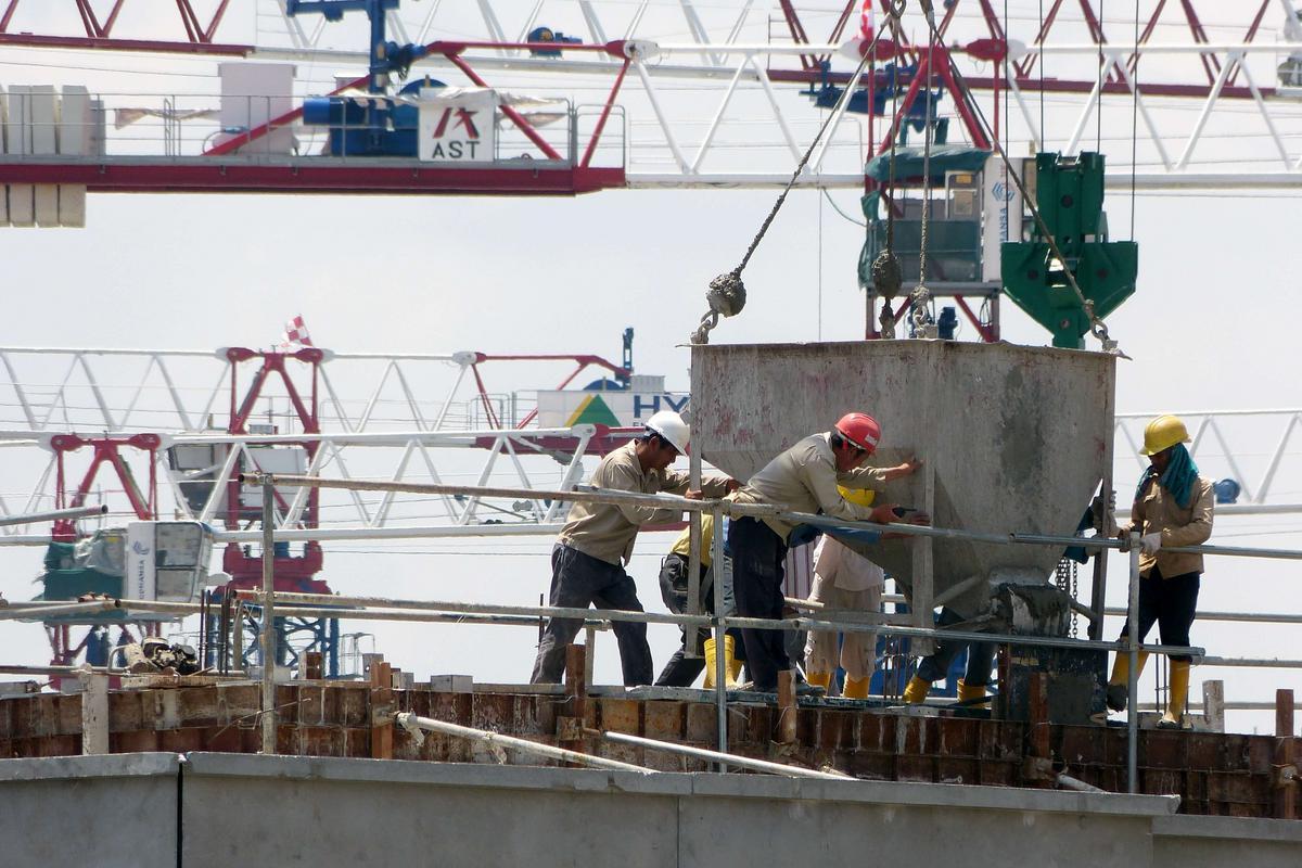 Nécessité de vérifier l'activité déclarée par le constructeur dans son contrat d'assurance